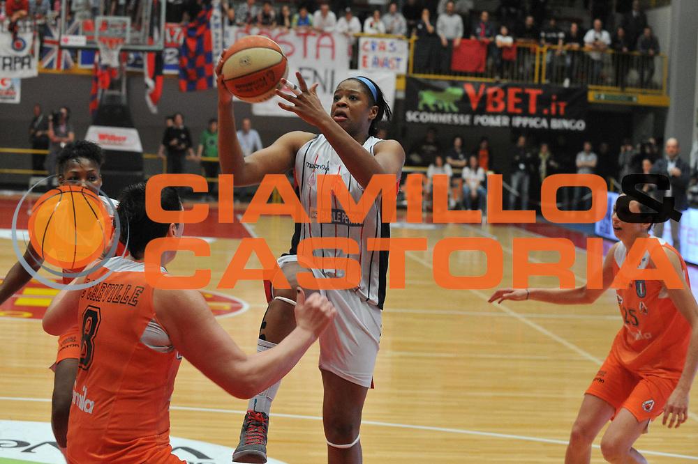 DESCRIZIONE : Schio Vicenza Lega A1 Femminile 2011-12 Coppa Italia Finale Cras Taranto Famila Wuber Schio <br /> GIOCATORE : kia vaughin<br /> CATEGORIA :tiro<br /> SQUADRA : Cras Taranto Famila Wuber Schio <br /> EVENTO : Campionato Lega A1 Femminile 2011-2012 <br /> GARA : Cras Taranto Famila Wuber Schio <br /> DATA : 18/03/2012 <br /> SPORT : Pallacanestro <br /> AUTORE : Agenzia Ciamillo-Castoria/M.Gregolin<br /> Galleria : Lega Basket Femminile 2011-2012 <br /> Fotonotizia : Schio Vicenza Lega A1 Femminile 2011-12 Coppa Italia Finale Cras Tanato Famila Wuber Schio <br /> Predefinita :