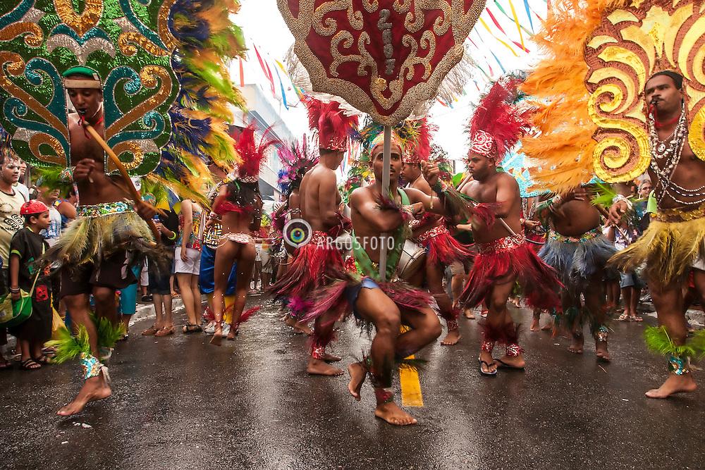 Apresentacao do Caboclinho Tribo Oxossi Pena Branca em Bezerros - Agreste de Pernambuco. Caboclinhos eh uma danca folclorica executada durante o Carnaval, no Nordeste do Brasil, por grupos fantasiados de indios que, com vistosos cocares, adornos de pena na cinta e nos tornozelos, colares, representam cenas de caca e combate.  / Caboclinhos is a folk dance performed during Carnival, in northeastern Brazil, costumed groups of Indians, with colorful headdresses, feather adornments on the strap and ankles, collars, represent hunting scenes and combat. Presentation of Caboclinho Tribe Oxossi Pena Branca.