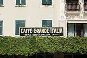 Café auf der Piazza Gisose Carducci, Sirmione, Gardasee, Lombardei, Italien | Café in Piazza Giosue Carducci, Sirmione, Lake Garda, Lombardy, Italy