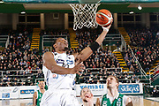 DESCRIZIONE : Avellino Lega A 2015-16 Sidigas Avellino Dolomiti Energia Trentino Trento<br /> GIOCATORE : Dominique Sutton<br /> CATEGORIA :  tiro<br /> SQUADRA : Dolomiti Energia Trentino Trento<br /> EVENTO : Campionato Lega A 2015-2016 <br /> GARA : Sidigas Avellino Dolomiti Energia Trentino Trento<br /> DATA : 01/11/2015<br /> SPORT : Pallacanestro <br /> AUTORE : Agenzia Ciamillo-Castoria/A. De Lise <br /> Galleria : Lega Basket A 2015-2016 <br /> Fotonotizia : Avellino Lega A 2015-16 Sidigas Avellino Dolomiti Energia Trentino Trento