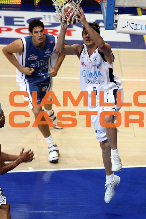 DESCRIZIONE : Bologna Lega A1 2005-06 Play Off Semifinale Gara 3 Climamio Fortitudo Bologna Carpisa Napoli<br /> GIOCATORE : Mancinelli<br /> SQUADRA : Climamio Fortitudo Bologna<br /> EVENTO : Campionato Lega A1 2005-2006 Play Off Semifinale Gara 3<br /> GARA : Climamio Fortitudo Bologna Carpisa Napoli<br /> DATA : 07/06/2006 <br /> CATEGORIA : Penetrazione Schiacciata Sequenza<br /> SPORT : Pallacanestro <br /> AUTORE : Agenzia Ciamillo-Castoria/E.Castoria<br /> Galleria : Lega Basket A1 2005-2006 <br /> Fotonotizia : Napoli Campionato Italiano Lega A1 2005-2006 Play Off Semifinale Gara 3 Climamio Fortitudo Bologna Carpisa Napoli<br /> Predefinita :