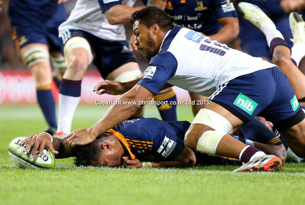 Highlanders Malakai Fekitoa dives over to score a try during the Super 15 rugby match between the Highlanders and the Blues at Forsyth Barr Stadium, Dunedin, Saturday, April 18, 2015. Photo: Dianne Manson / www.photosport.co.nz