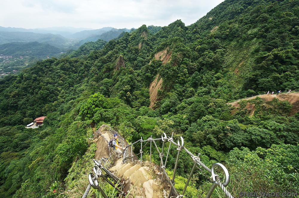 Stu descending from the peak of Xiaozi Shan (???) in Pingxi (??), Taiwan.