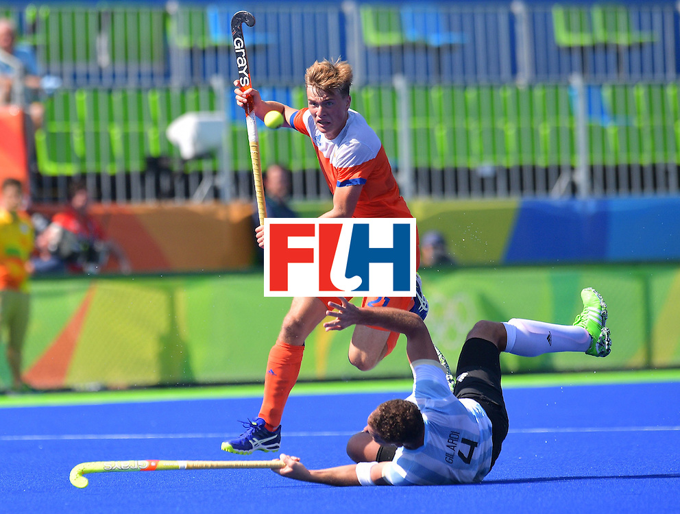 Netherland's Jorrit Croon jumps over Argentina's Juan Gilardi during the men's field hockey Argentina vs Netherlands match in the Rio 2016 Olympics Games on August, 6 2016 at the Olympic Hockey Centre in Rio. / AFP / Carl DE SOUZA        (Photo credit should read CARL DE SOUZA/AFP/Getty Images)