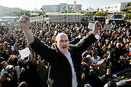 TUNISI. LA FOLLA DI MANIFESTANTI ENTRA IN PIAZZA DELLA KASBAH NEL CENTRO DI TUNISI DOVE HA SEDE IL PALAZZO DEL PRIMO MINISTRO;