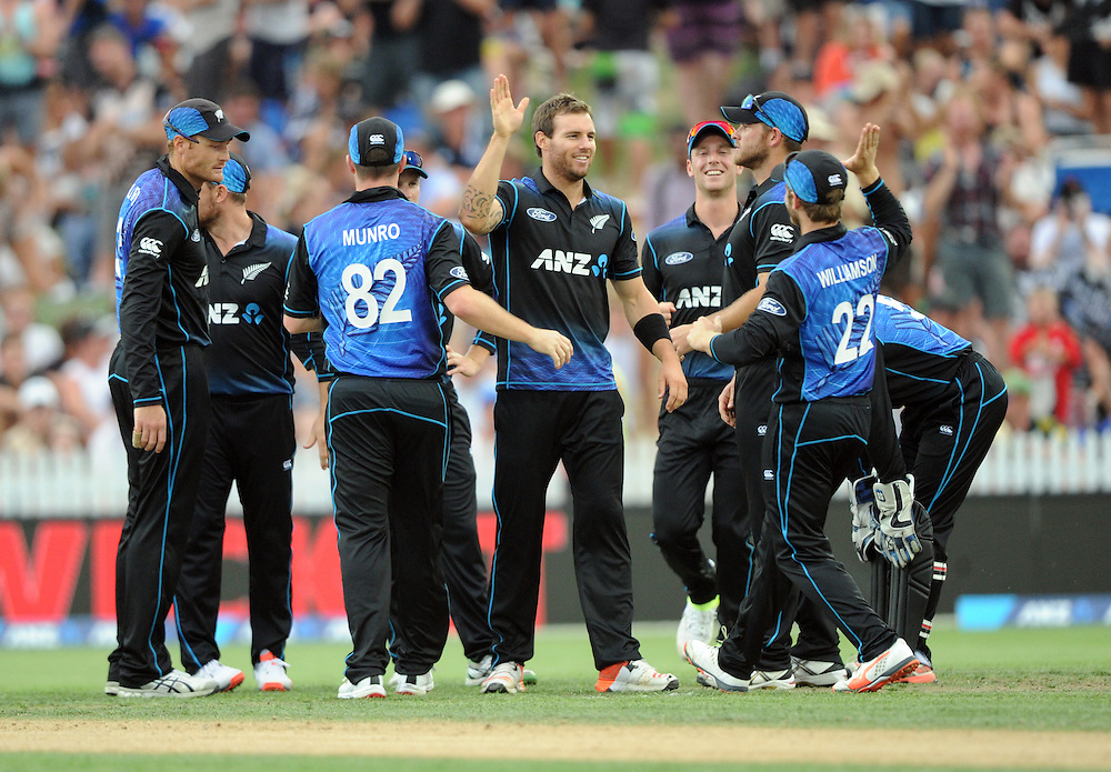 New Zealand's Doug Bracewell, centre, after dismissing Australia's Usman Khawaja for 44 in the 3nd One Day International Cricket match at Seddon Park, Hamilton, New Zealand, Monday, February 08, 2016. Credit:SNPA / Ross Setford