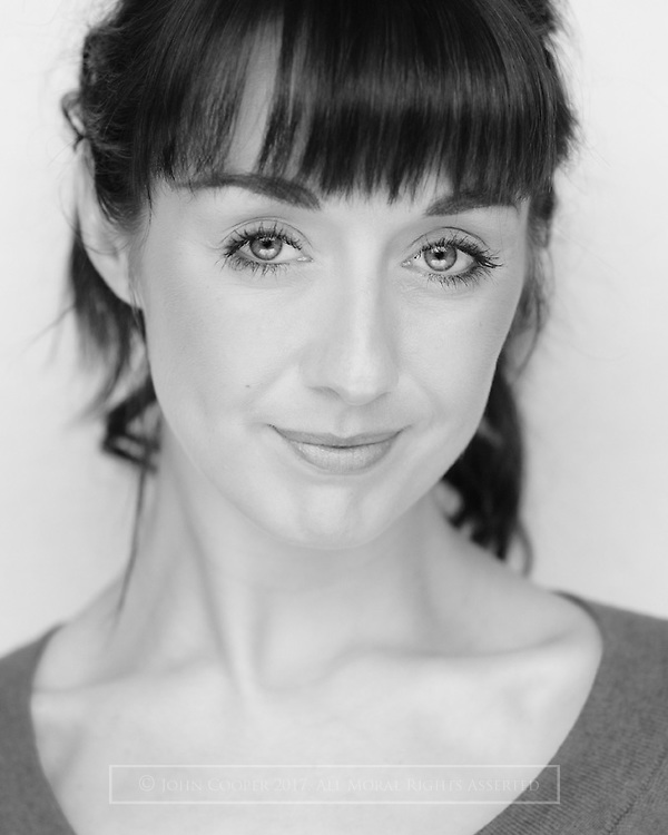 Headshot of musical theatre actress Lisa Mathieson.