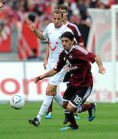 FUSSBALL   1. BUNDESLIGA  SAISON 2011/2012   2. Spieltag 1 FC Nuernberg - Hannover 96          13.08.2011 Jan Schlaudraff (li, Hannover 96) gegen Almong Cohen (re, 1 FC Nuernberg)
