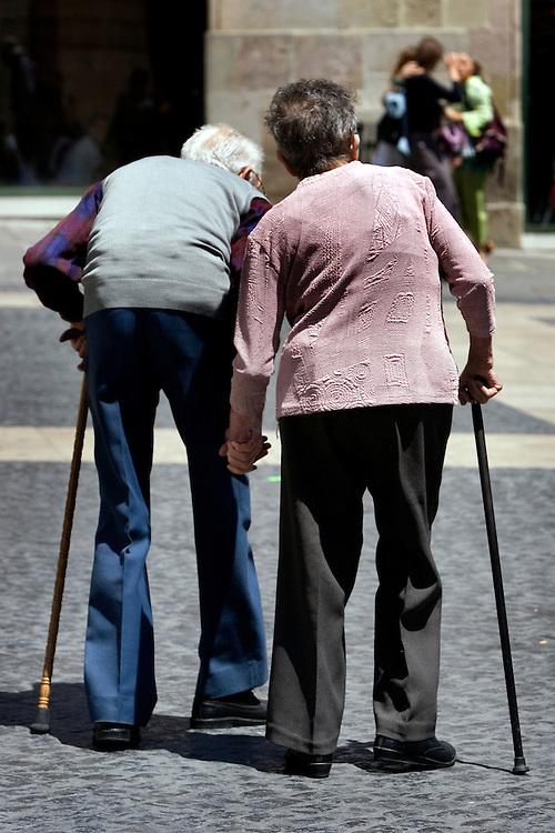 Barcelona,Catalunya, Spain.<br /> Two old people walking in the city center.&copy;Carmen Secanella.