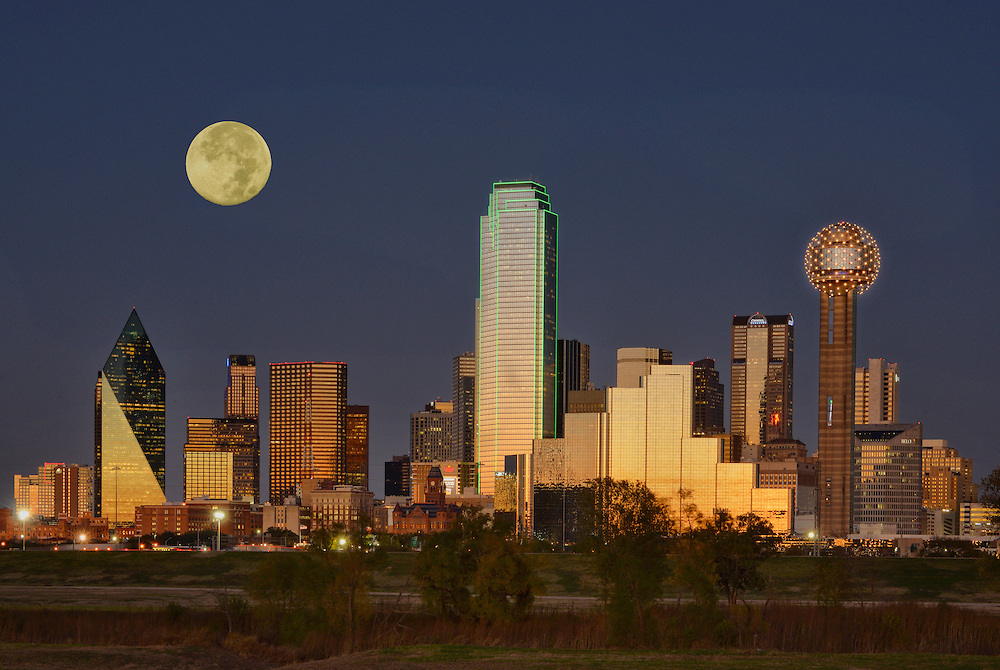 Skyline and full moon, City of Dallas, Texas, USA