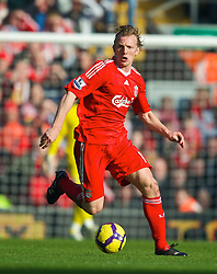 LIVERPOOL, ENGLAND - Saturday, February 6, 2010: Liverpool's Dirk Kuyt in action against Everton during the Premiership match at Anfield. The 213th Merseyside Derby. (Photo by: David Rawcliffe/Propaganda)