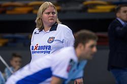 02-04-2016 NED: Draisma Dynamo - Abiant Lycurgus, Apeldoorn<br /> Lycurgus plaatst zich voor de finale door Dynamo met 3-1 te verslaan / Grensrechter, lijnrechter