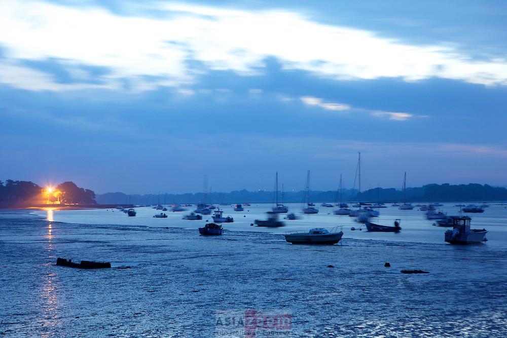 Lever de soleil sur le passage Saint Armel dans le Morbihan en Bretagne