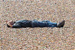 © Licensed to London News Pictures.07/04/2020. Brighton, UK. Members of the public sunbathe and enjoy the warmer weather on the beach in Brighton and Hove despite the Coronavirus regulations. Photo credit: Hugo Michiels/LNP