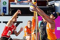 ROTTERDAM - Poulewedstrijd Brouwer/Meeuwsen - Huver/Seidl , Beachvolleybal , WK Beach Volleybal 2015 , 06-27-2015 , Alexander Huber uit Oostenrijk (l) slaat de bal tegen het blok van Robert Meeuwsen (r)