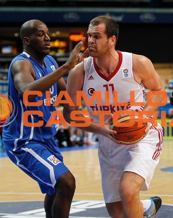DESCRIZIONE : Vilnius Lithuania Lituania Eurobasket Men 2011 Second Round Turchia Francia Turkey France<br /> GIOCATORE : Oguz Savas<br /> SQUADRA : Turchia Turkey<br /> EVENTO : Eurobasket Men 2011<br /> GARA : Turchia Francia Turkey France<br /> DATA : 07/09/2011 <br /> CATEGORIA : palleggio<br /> SPORT : Pallacanestro <br /> AUTORE : Agenzia Ciamillo-Castoria/M.Metlas<br /> Galleria : Eurobasket Men 2011 <br /> Fotonotizia : Vilnius Lithuania Lituania Eurobasket Men 2011 Second Round Turchia Francia Turkey France<br /> Predefinita :
