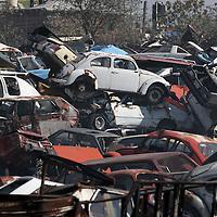 Toluca, Mex.- Vehiuclos chatarra apilados en un corralon de vehiculos accidentados a las afueras de la ciudad de Toluca. Agencia MVT / Mario Vazquez de la Torre. (DIGITAL)<br /> <br /> NO ARCHIVAR - NO ARCHIVE