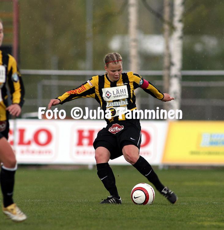 14.05.2006, Tapiolan Urheilupuisto, Espoo, Finland..Naisten SM-sarja 2006.FC Honka - land United.Maija Saari - Honka.©Juha Tamminen.....ARK:k