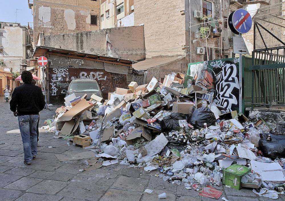 Palermo: the actual conditions of the city <br /> Palermo: la citt&agrave; abbandonata e piena di rifiuti