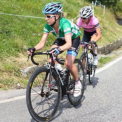 Emma Pooley (Cervelo-Garmin) en Marianne Vos (nederland Bloeit) in de Dolomieten in de beklimming van de Mortirolo