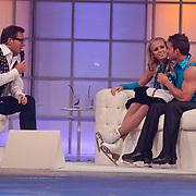 NLD/Hilversum/20110304 - Sterren Dansen op het IJs show 6, Monique Smit en Joel Geleynse op de bank bij Gerard Joling