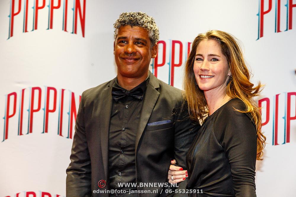 NLD/Amsterdam/20160310 - Premiere Pippin, Frank Rijkaard en partner Stephanie Rucker