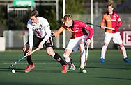 AMSTELVEEN - Mirco Pruyser (A'dam) met Joep de Mol (Oranje-Rood)   tijdens   de hoofdklasse hockeywedstrijd AMSTERDAM-ORANJE ROOD (4-5). COPYRIGHT KOEN SUYK