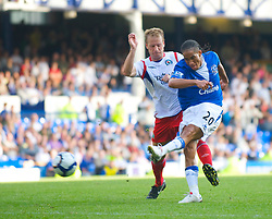 LIVERPOOL, ENGLAND - Sunday, September 20, 2009: Everton's Steven Pienaar and Blackburn Rovers' Vincenzo Grella during the Premiership match at Goodison Park. (Pic by David Rawcliffe/Propaganda)