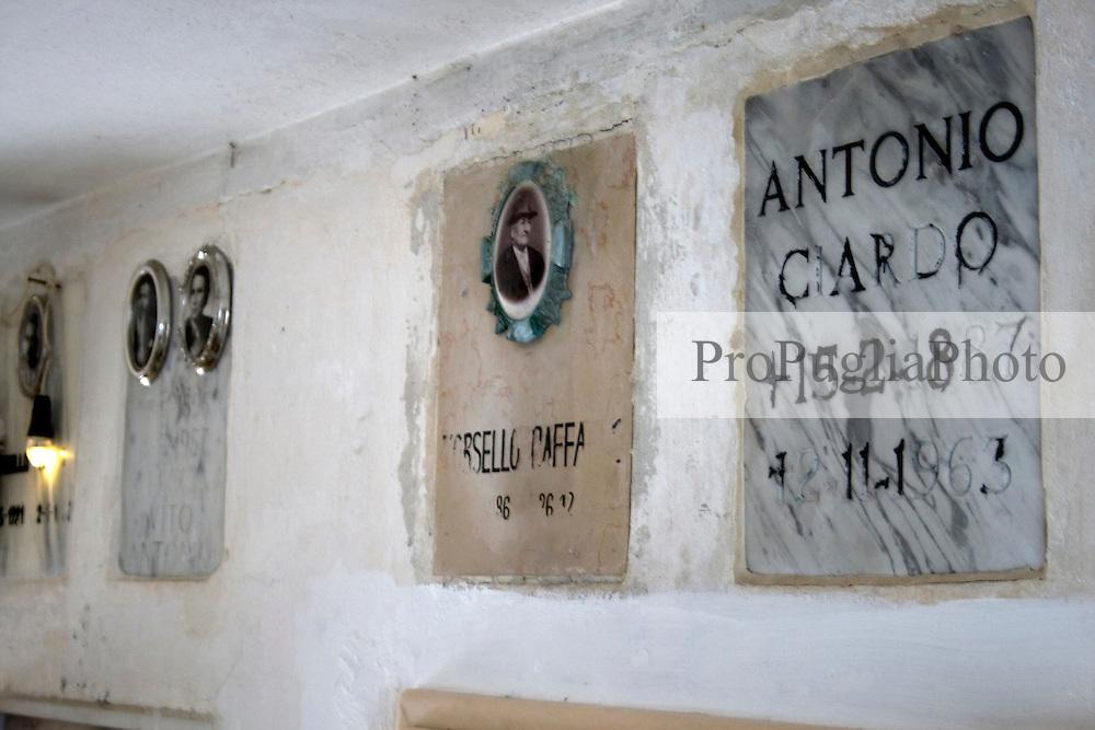 Tombe del Cimitero di Alessano 10/04/2010