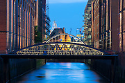 Zollkanal, Speicherstadt, Daemmerung, Hamburg, Deutschland.|.Zollkanal at dusk, Speicherstadt, Hamburg, Germany.
