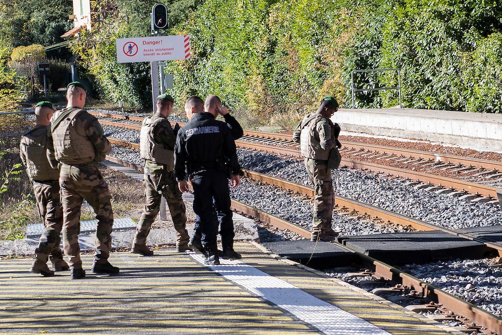 November 10, 2016 - Sospel, France: Police and military patrol at the Sospel train station near Breil-sur-Roya hoping to block refugees coming from Italy to enter France. <br /> <br /> 10 novembre 2016 - Sospel, France: une patrouille polici&egrave;re et militaire &agrave; la gare de Sospel pr&egrave;s de Breil-sur-Roya, o&ugrave; ils  esp&eacute;rent bloquer des r&eacute;fugi&eacute;s venus d'Italie d'entrer en France