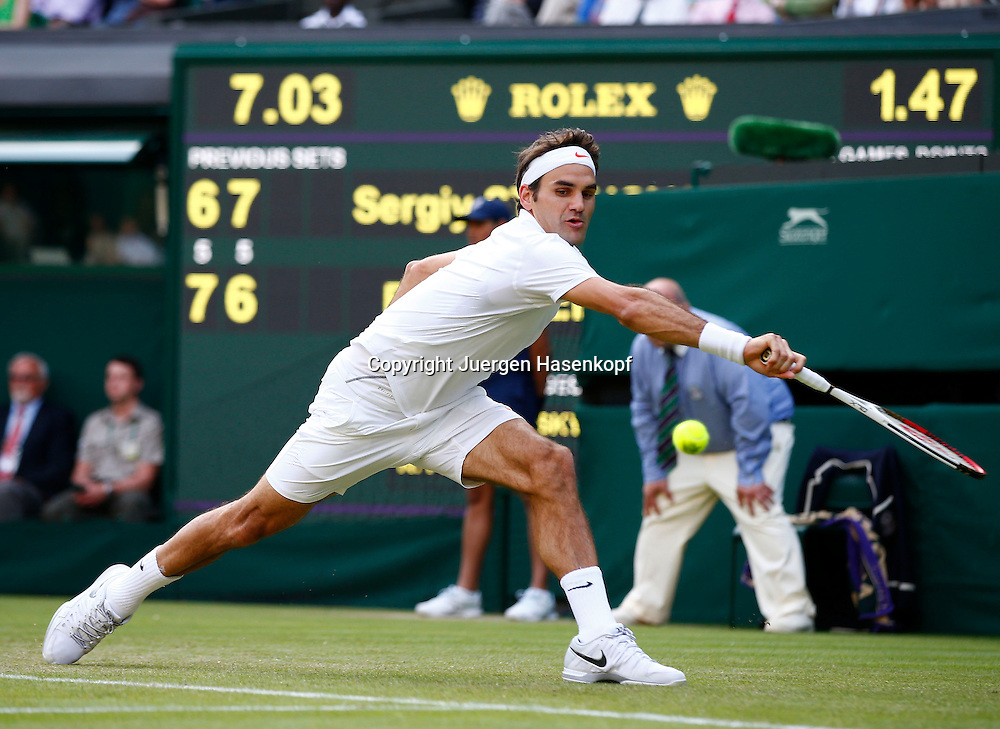 Wimbledon Championships 2013, AELTC,London,<br /> ITF Grand Slam Tennis Tournament,<br /> Roger Federer (SUI),Aktion,Einzelbild,<br /> Ganzkoerper,Querformat,