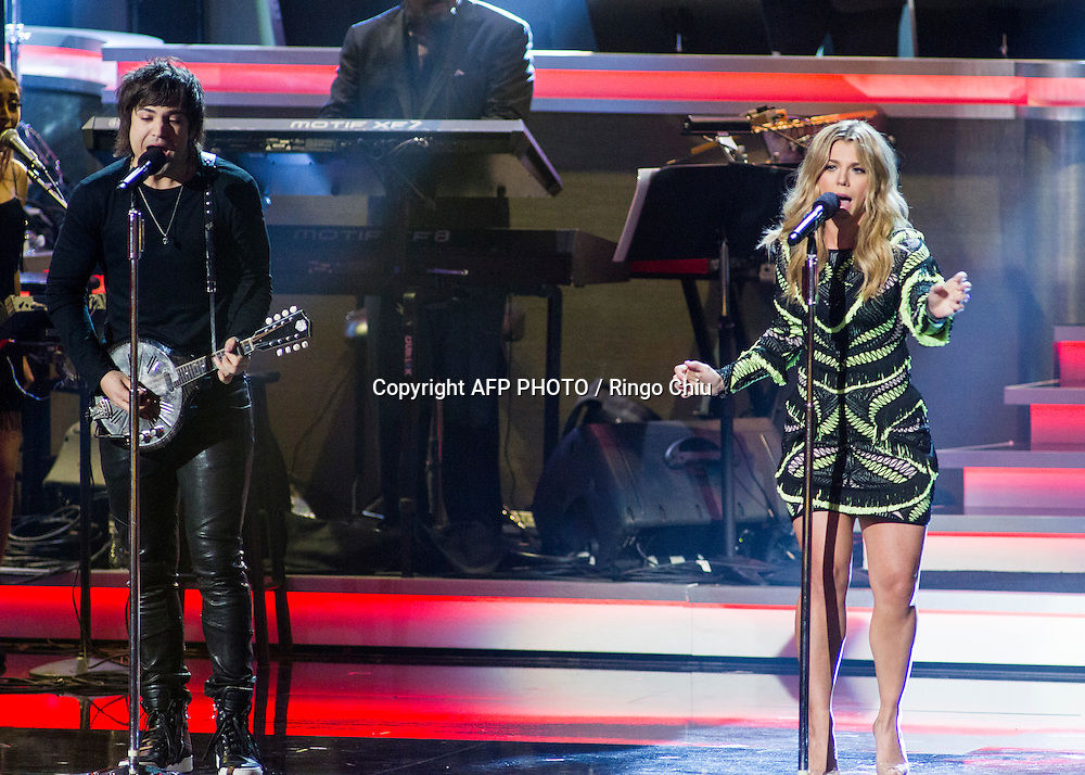 Neil Perry, left, and  Kimberly Perry of The Band Perry perform at a concert, Stevie Wonder: Songs In The Key Of Life - An All-Star GRAMMY Salute, at Nokia Theatre L.A. Live on February 10, 2015 in Los Angeles, California. AFP PHOTO / Ringo Chiu