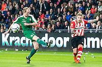 EINDHOVEN - PSV - SC Genemuiden , Voetbal , KNVB Beker , Seizoen 2015/2016 , Philips stadion , 25-10-2015 , PSV speler Jordy de Wijs (r) geeft de bal voor langs Genemuiden speler Arjen Netjes (l)