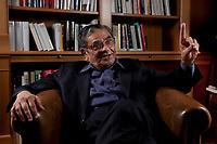 31 MAY 2010, BERLIN/GERMANY:<br /> Jagdish Natwarlal Bhagwati, indischer Oekonom und Professor fuer Politik und Wirtschaft an der Columbia University, waehrend einem Interview, Bibiothek der American Academy<br /> IMAGE: 20100531-02-011<br /> KEYWORDS: Jagdish Bhagwati, Ökonom