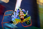 Nederland, Nijmegen, 20-7-2007..Tijdens de 4daagse zijn er in het centrum van de stad de zomerfeesten. Hier staan ook kermisattracties, zoals de booster, een ronddraaiende arm met aan de uiteinden 4 zitplaatsen. De middelpuntvliedende kracht zorgt voor het echte kermisgevoel. ..Foto: Flip Franssen/Hollandse Hoogte