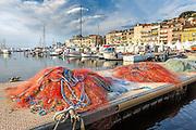 Filets de pêche du vieux port de Cannes // Traditional fishing nets in old port of Cannes