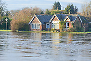 © Licensed to London News Pictures. 05/01/2014. Shepperton, UK Rising river levels in the River Thames at Shepperton Lock in Surrey threaten local housing along the river today 5th January 2014. Britain is experiencing flooding and more heavy rain is expected. Photo credit : Stephen Simpson/LNP