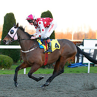 Forest Edge and Adam Kirby winning the 4.00 race