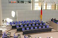 26 SEP 2003, BERLIN/GERMANY:<br /> Regierungabank, leer, vor Beginn der Sitzung, Plenum, Deutscher Bundestag<br /> IMAGE: 20030926-01-004<br /> KEYWORDS: unbesetzt