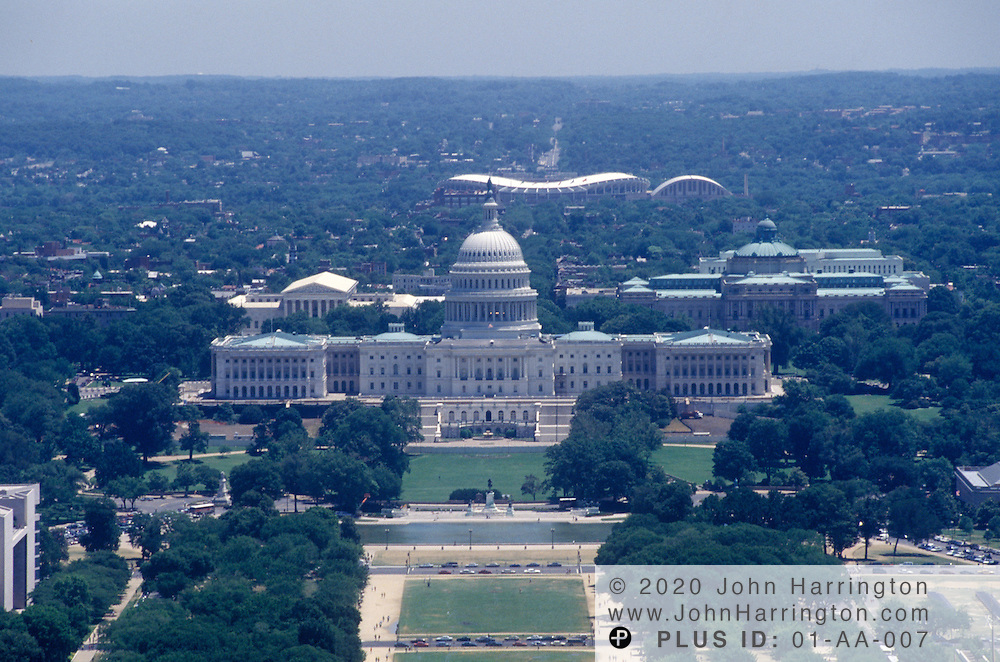 An aerial view of te US Capitol.