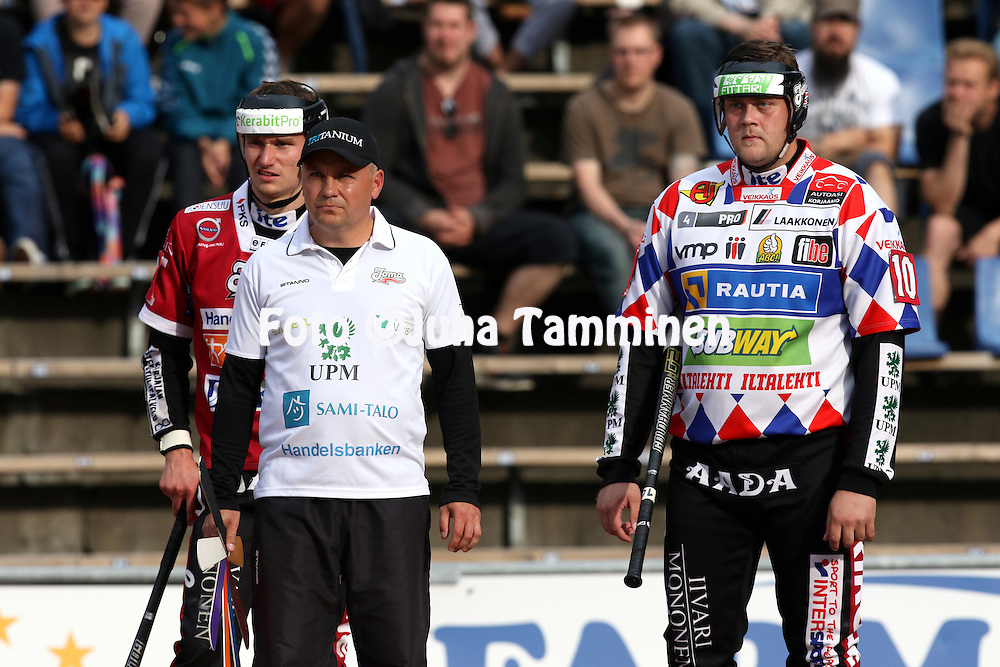 21.7.2015, Pihkalan pes&auml;pallostadion, Hyvink&auml;&auml;.<br /> Superpesis 2015, Hyvink&auml;&auml;n Tahko - Joensuun Maila.<br /> Pelinjohtaja Janne Vuorinen, Teemu Juntunen (vas.) &amp; Juha Niemi - JoMa