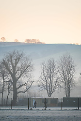 © Licensed to London News Pictures. 11/01/2018. Aberystwyth, UK. A bitterly cold and frosty morning in Aberystwyth, with temperatures well below freezing after a night of clear cloudless skies. The Met Office has issued a yellow warning for fog, with very low visibility, for much of Wales, the west Midlands and the south west of the UK. Photo credit: Keith Morris/LNP