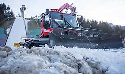 27.12.2015, Bergisel Schanze, Innsbruck, AUT, FIS Weltcup Ski Sprung, Vierschanzentournee, Vorberichte, im Bild ein Pistenpräparierungsgerät vor der Schanze // a slope preparation vehicle infront of the ski-jumping hill during preperation work for the Four Hills Tournament of FIS Ski Jumping World Cup at the Bergisel Schanze, Innsbruck, Austria on 2016/01/02. EXPA Pictures © 2016, PhotoCredit: EXPA/ Jakob Gruber