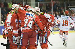 02.10.2015, Stadthalle, Klagenfurt, AUT, EBEL, EC KAC vs HC TWK Innsbruck Die Haie, im Bild Torjubel zum 1:0 durch Jamie Lundmark (EC KAC, #74), Jean-François Jacques (EC KAC, #39), Stefan Geier (EC KAC, #19), Jason DeSantis , (EC KAC, #5) // during the Erste Bank Eishockey League match betweeen EC KAC and HC TWK Innsbruck Die Haie at the City Hall in Klagenfurt, Austria on 2015/190/02. EXPA Pictures © 2015, PhotoCredit: EXPA/ Gert Steinthaler