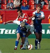 n/z.: Pawel Skrzypek (nr2-Amica), Marek Zienczuk (nr17-Wisla), Karol Gregorek (nr11-Amica) podczas meczu ligowego Wisla Krakow (czerwone) - Amica Wronki (niebieskie) 1:1 , I liga polska , derby Krakowa , 6 kolejka sezon 2004/2005 , pilka nozna , Polska , Krakow , 19-09-2004 , fot.: Adam Nurkiewicz / mediasport..Pawel Skrzypek (nr2-Amica), Marek Zienczuk (nr17-Wisla), Karol Gregorek (nr11-Amica) fight for the ball during Polish league first division soccer match in Cracow. September 19, 2004 ; Wisla Krakow (red) - Amica Wronki (blue) 1:1 ; first division , 6 round season 2004/2005 , football , Poland , Cracow ( Photo by Adam Nurkiewicz / mediasport )