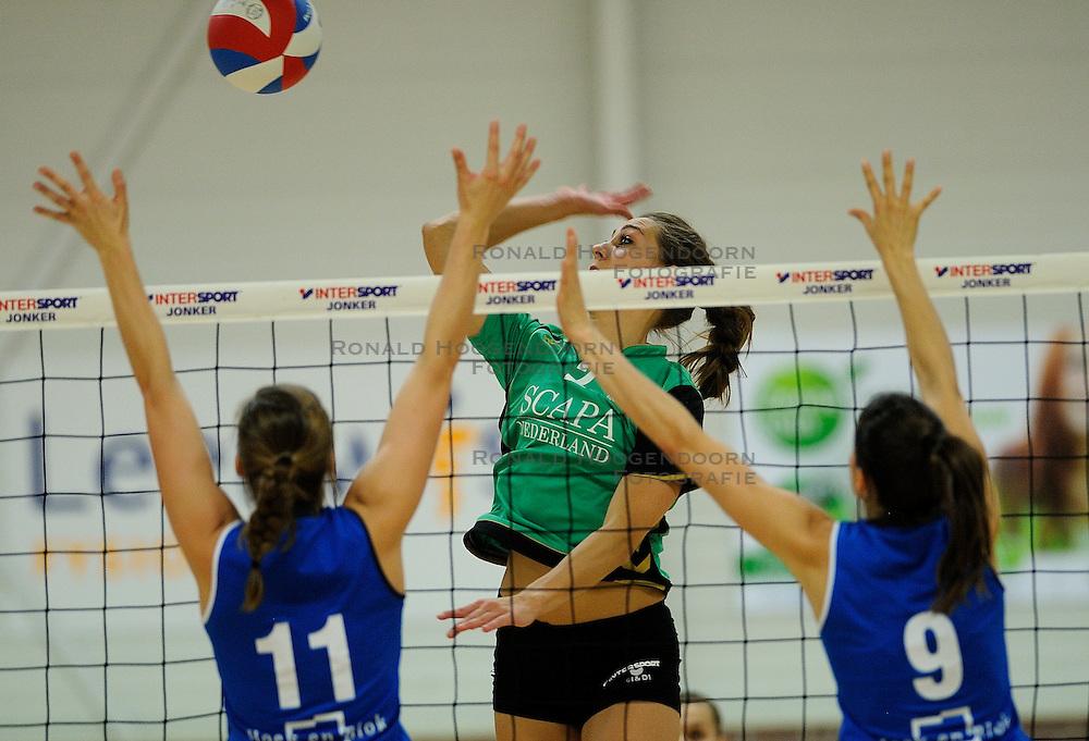 27-10-2012 VOLLEYBAL: VV ALTERNO - SLIEDRECHT SPORT: APELDOORN<br /> Sliedrecht Sport wint met 3-1 van Alterno / Heleen Hesselink<br /> &copy;2012-FotoHoogendoorn.nl