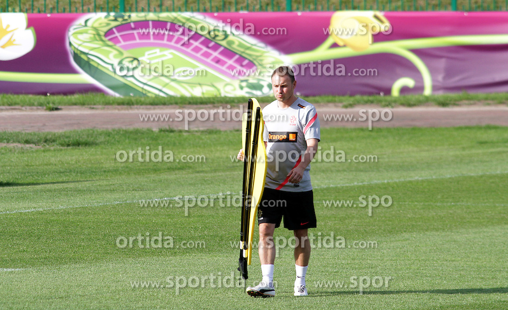 09.06.2012, Trainingstadion, Warschau, POL, UEFA EURO 2012, Polen, Training, im Bild TOMASZ FRANKOWSKI // during the during EURO 2012 Trainingssession of Poland Nationalteam, at the preperation stadium, Warsaw, Poland on 2012/06/09. EXPA Pictures © 2012, PhotoCredit: EXPA/ Newspix/ Adam Jastrzebowski..***** ATTENTION - for AUT, SLO, CRO, SRB, SUI and SWE only *****
