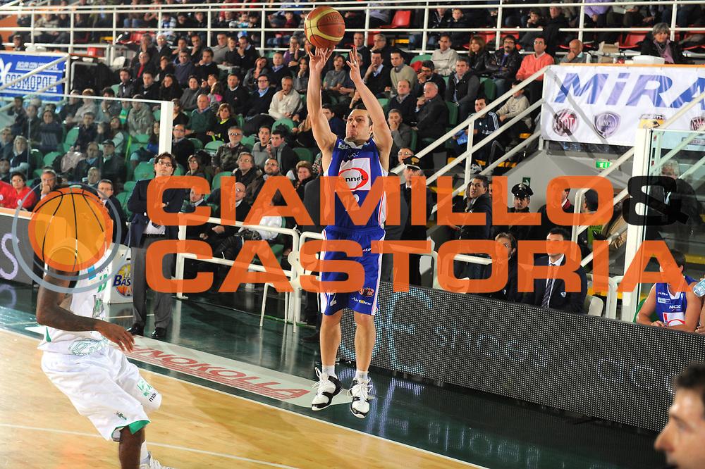 DESCRIZIONE : Avellino Lega A 2010-11 Air Avellino Bennet Cantu<br /> GIOCATORE : NICOLAS MAZZARINO <br /> SQUADRA : Bennet Cantu<br /> EVENTO : Campionato Lega A 2010-2011<br /> GARA : Air Avellino Bennet Cantu<br /> DATA : 20/11/2010<br /> CATEGORIA : tiro<br /> SPORT : Pallacanestro<br /> AUTORE : Agenzia Ciamillo-Castoria/A.DeLise<br /> Galleria : Lega Basket A 2010-2011<br /> Fotonotizia : Avellino Lega A 2010-11 Air Avellino Bennet Cantu<br /> Predefinita :