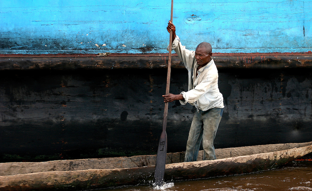 Kinshasa December 18, 2004 - Democratic Republic of Congo, Port of Matadi, The Congo River ©Jean-Michel Clajot